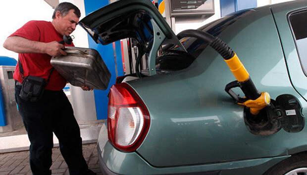 Социальные сети пылают возмущением, оттого что российский бензин продается в Казахстане по ценам вдвое меньше отечественных