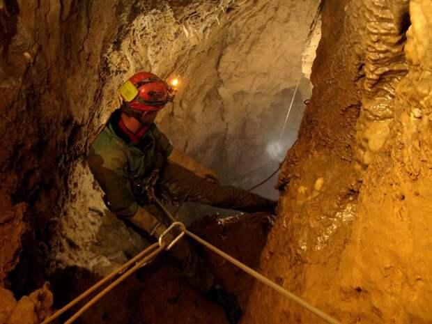 Самая глубокая в мире пещера (12)