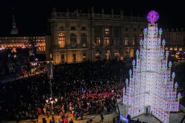 11 самых зрелищных новогодних елок мира