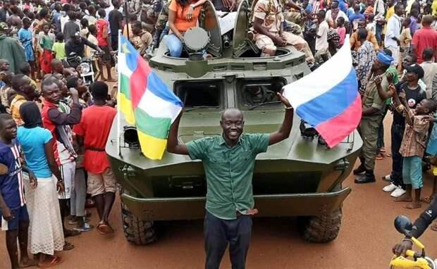 «Начали с бронетехники»: во Франции оценили возвращение России в Африку