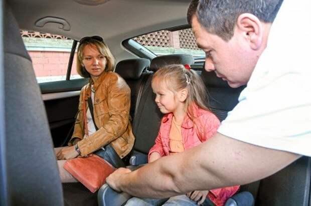Тех, кто не пристегнется, не повезу! Такая угроза действует на маленьких пассажиров, а взрослые неодобрительно фыркают.