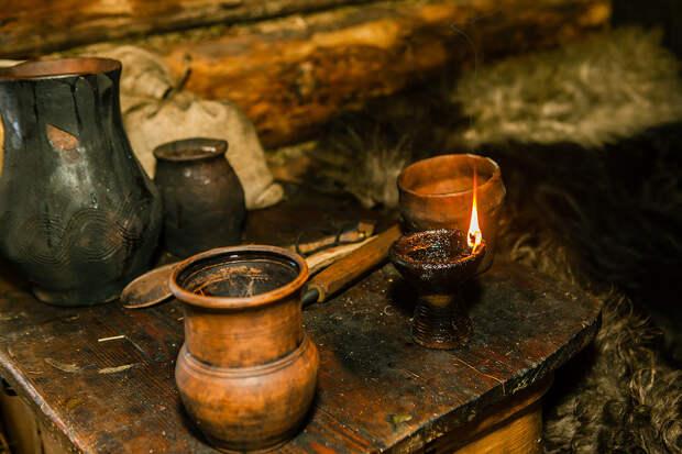 Светец, в котором 20 граммов льняного масла, может гореть, примерно, 4 часа. || Фото: http://ratobor.com/
