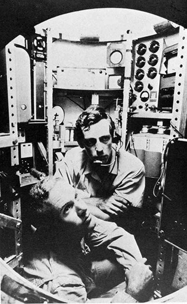 В 1960 году Жак Пикард (Швейцария) и Дональд Уолш (США) опустились в батискафе «Триест» на дно Бездны Челенджера в Марианской впадине Тихого океана на глубину 10915 метров.