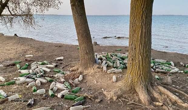 Свалку уреки Маныч устроили рыбаки вРостовской области