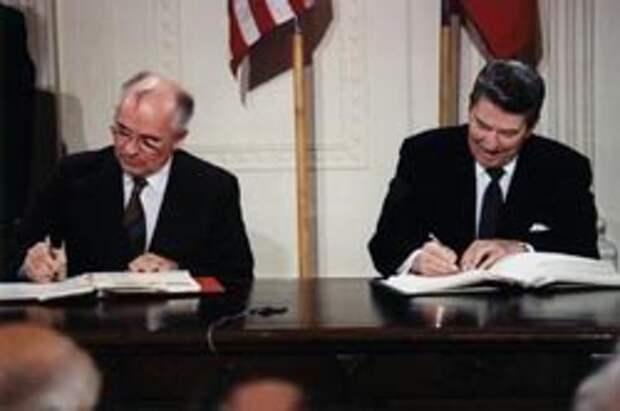 М. Горбачев и Р. Рейган