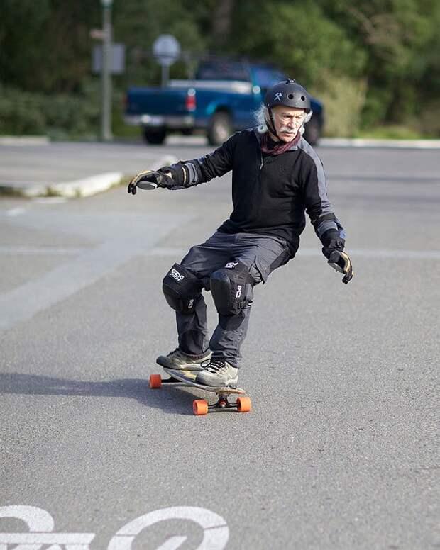 78-летний скейтбордист Ллойд Кан впервые встал на доску в 65 лет
