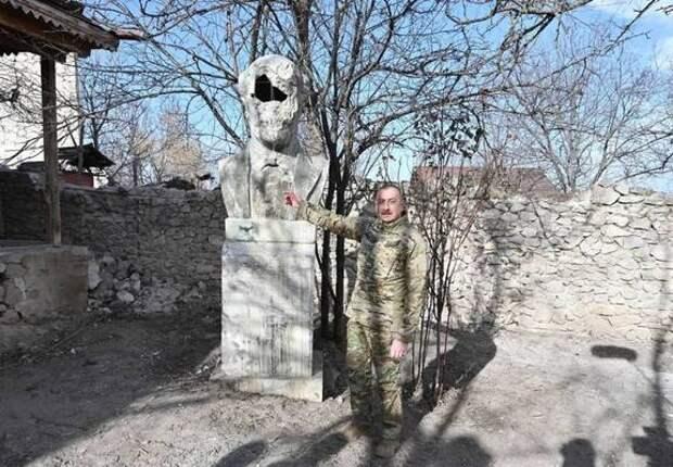 Более 400 азербайджанских памятников было уничтожено во время оккупации Арменией