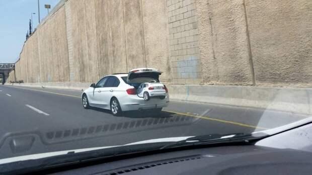 Автомобиль в багажнике автомобиля
