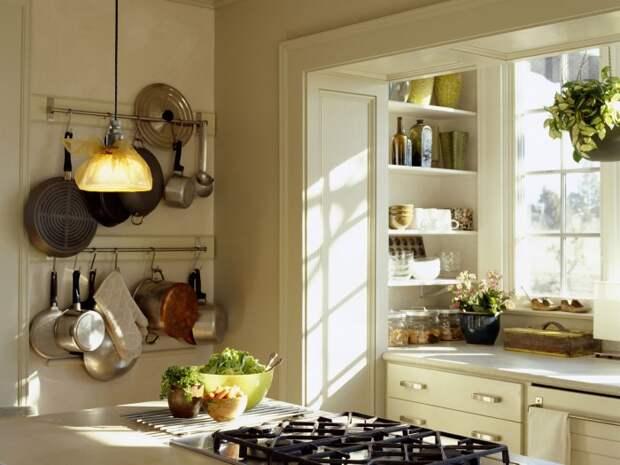 Вариант перепланировки маленькой кухни: объединение с лоджией