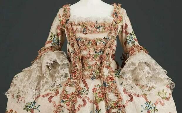 Цветочный принт – от стиля рококо до современной моды