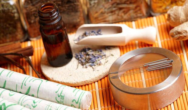 Древний КитайКитайская медицина существует дольше, чем некоторые цивилизации. Именно здесь были придуманы методы, которыми мы, иногда, лечимся до сих пор. Растение гибискус упоминается во многих старых китайских трактах. Лепестки гибискуса заваривали в чай, и пили в качестве профилактики против многих заболеваний.