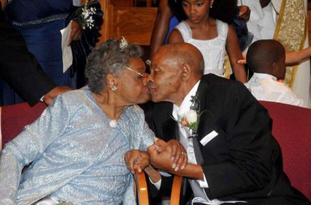 15 трогательных снимков людей, которые на старости лет нашли свою любовь.
