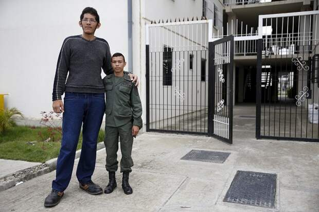 У кого самые большие ноги в мире?