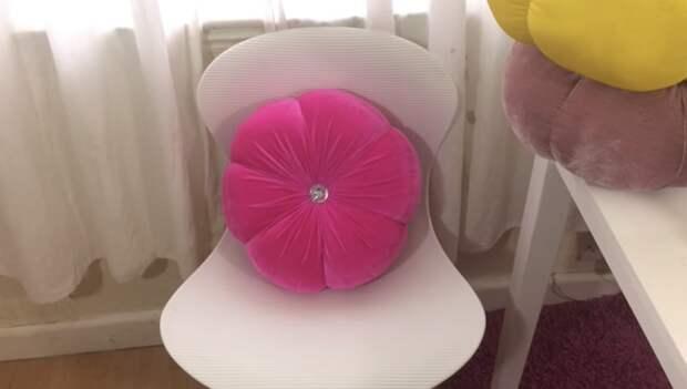 Из куска обычной мебельной обивки сделать уютный аксессуар для дома