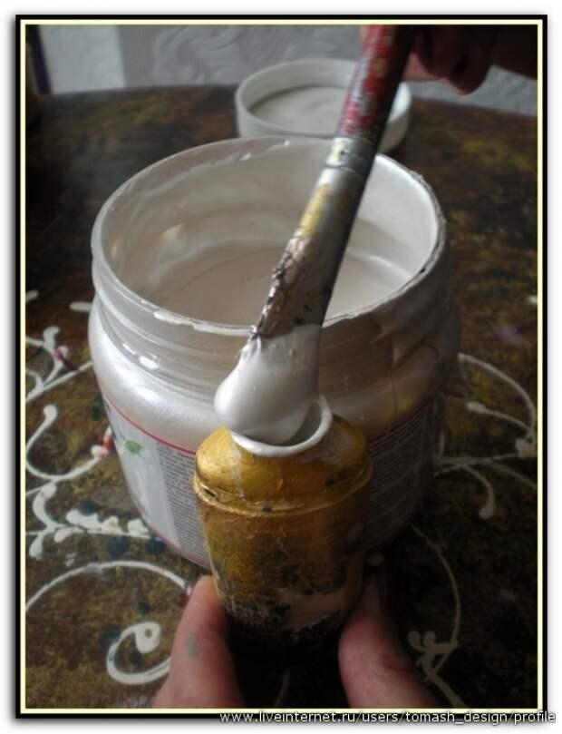 Для нанесения узора акриловым  серебром наполняем баночку из под акрилового контура. ( для росписи можно пользоваться готовыми акриловыми контурами, но это гораздо дороже)