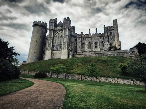 Замок Берри Поумрой в Девоне, Англия история, мистика