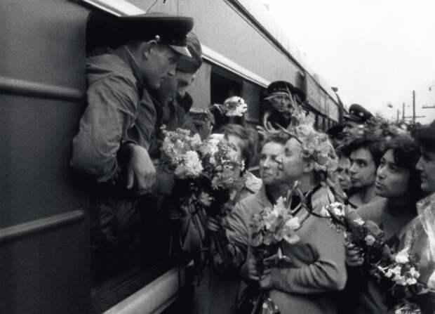 Прощай, армия! Фото: РГАКФД Арх. N 1-18524 (4)