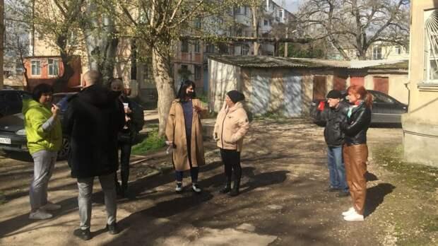 Замглавы администрации Екатерина ФЕДОРЕНКО провела встречу с жителями домов по ул. Борзенко и ул. Горбульского