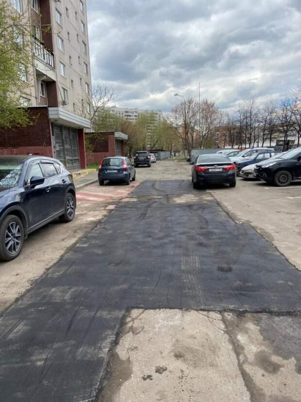Во дворе на Маршала Полубоярова заменили асфальт — Префектура