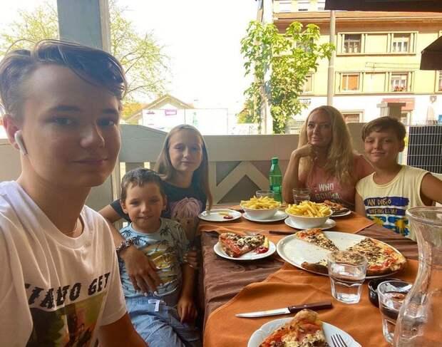 Анастасия Макеева будет воспитывать старшего сына бойфренда