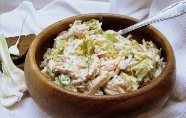 Салат с чесноком: для вегетарианцев и мясоедов. Подборка рецептов самых вкусных салатов с чесноком