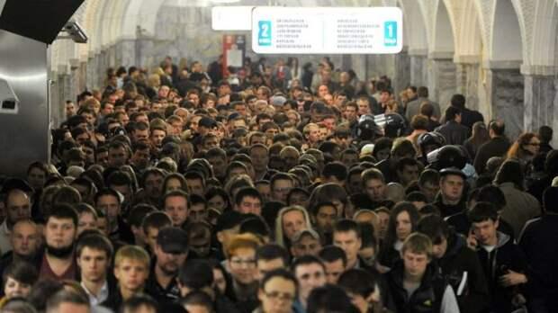 Час пик в московском метро (фото 2013 года)