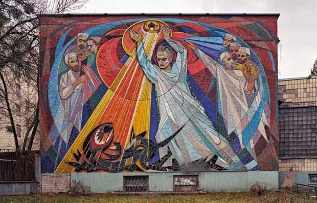Рассказываю почему фасады зданий в СССР украшали мозаикой.