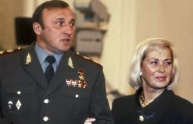 Павел Грачев с супругой