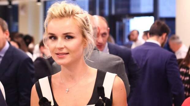 Полина Гагарина отдыхает в Греции с мужчиной, который сопровождал ее на премии Муз-ТВ