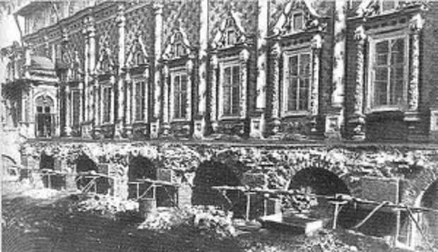 Трапезная Троице-Сергиева монастыря до реставрации 1949 г.