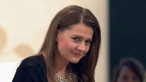 Судзиловская показала фото располневшей Марии Голубкиной в мини-платье и чулках