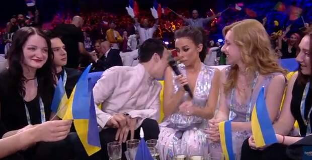Представитель Украины на Евровидении чуть не съел ведущую (ФОТО)