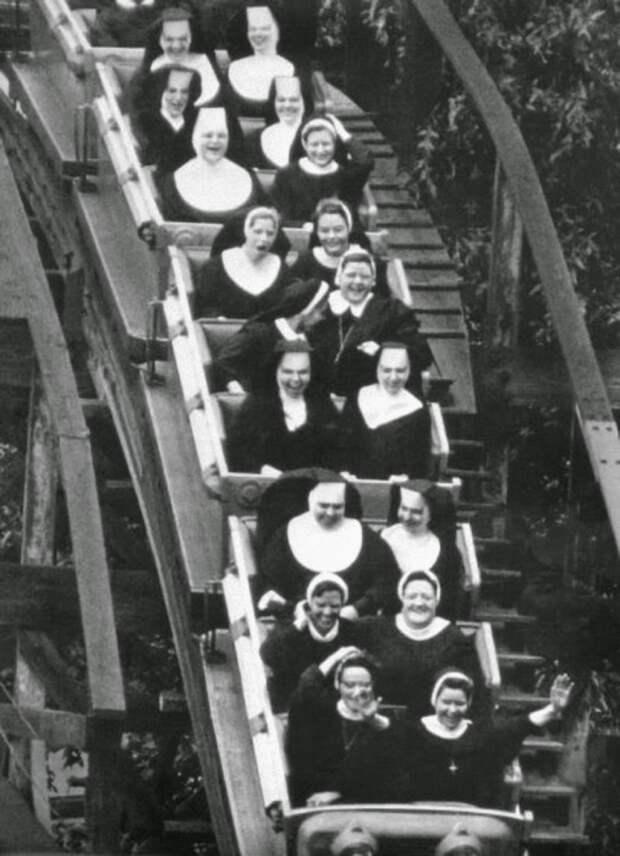 Сёстры на американских горках.
