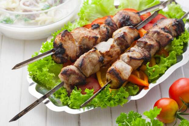 Некоторые маринады для шашлыка вредны для здоровья: в чем лучше не мариновать мясо