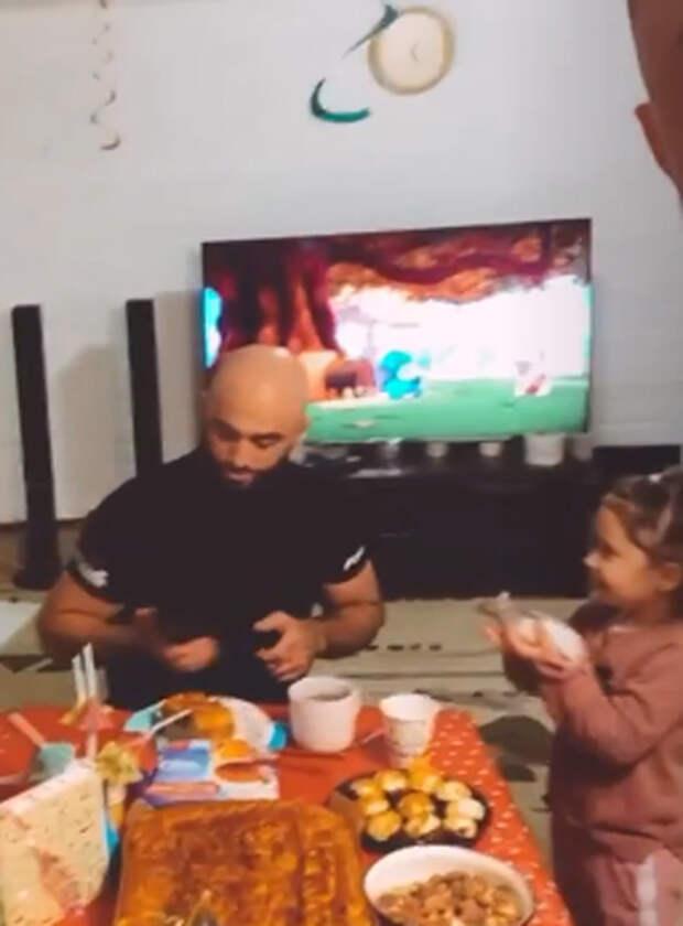 Павел Прилучный отпраздновал день рождения с дочерью и сыном