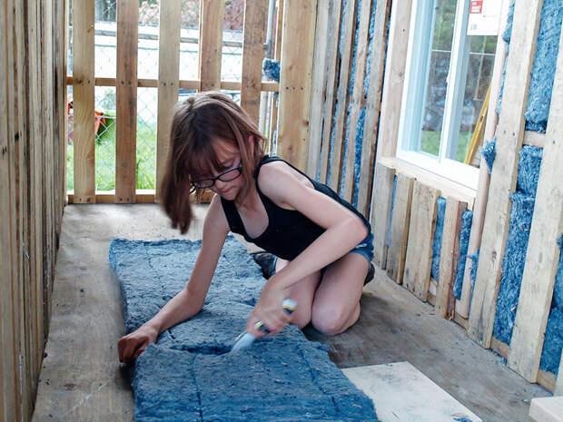 Теперь девочка строит мобильные домики для своих нуждающихся друзей бездомный, девочка, домик, помощь