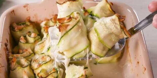 Кабачки в духовке, рецепты: Рулетики из кабачков с курицей и сливочным соусом