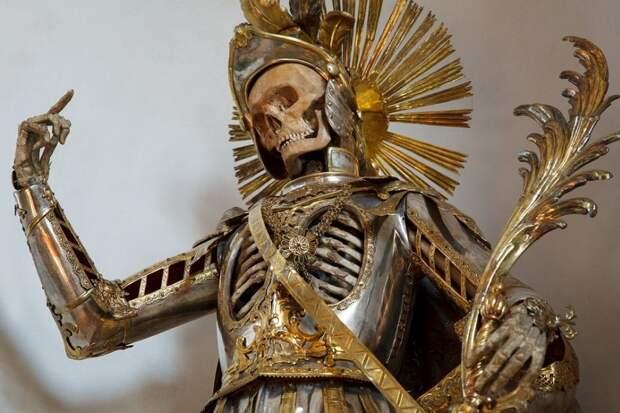 Скелет святого Панкратия в доспехах (5).jpg