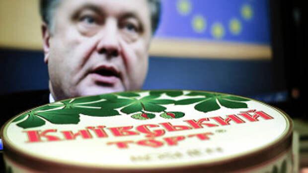 Киевский торт компании Roshen на фоне портрета президента Украины Петра Порошенко