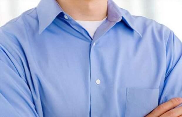 Почему американские мужчины носят под рубашкой футболку