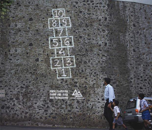 Реклама детского клуба скалолазания: классики на отвесной стене