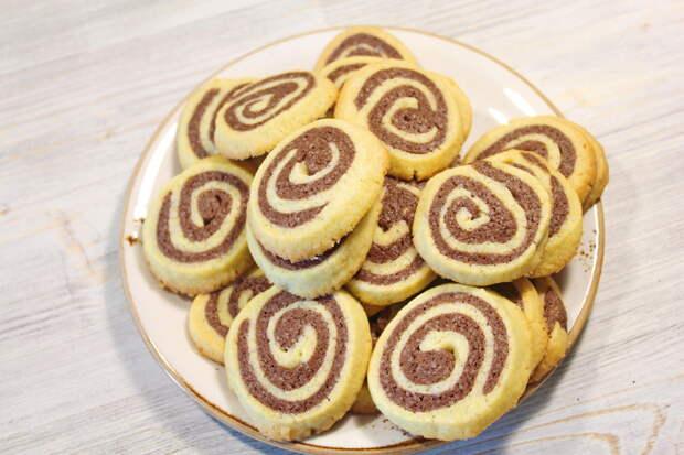 Красивое и очень простое шоколадно-ванильное печенье