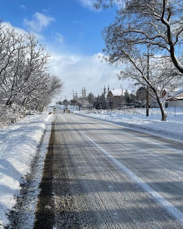 Возможно, это изображение (снег, природа, небо, дорога и дерево)