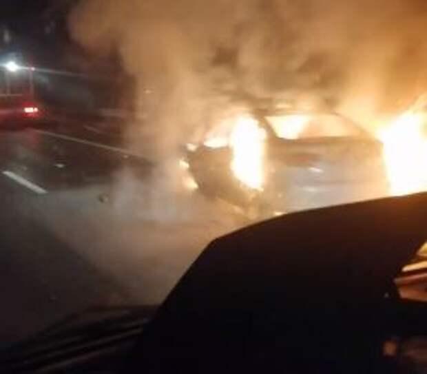В ночной аварии на трассе «Таврида» сгорел автомобиль