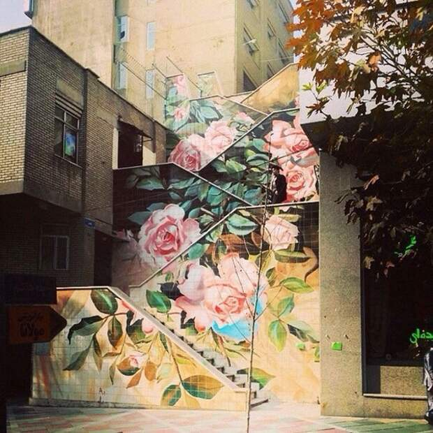 Лестница с розами
