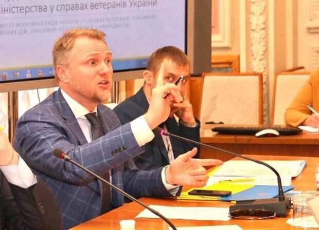 Запомните этого человека: Украинский депутат сравнил жителей Донбасса с тараканами и предложил травить их дихлофосом