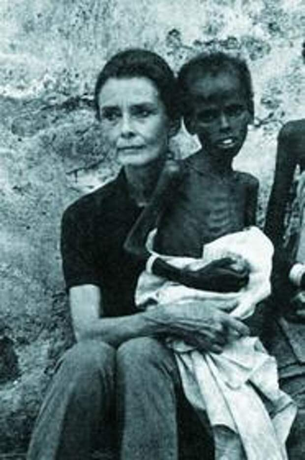 С 1988 по 1992 год Одри Хепбёрн совершила около 50 благотворительных поездок как посол доброй воли ЮНИСЕФ