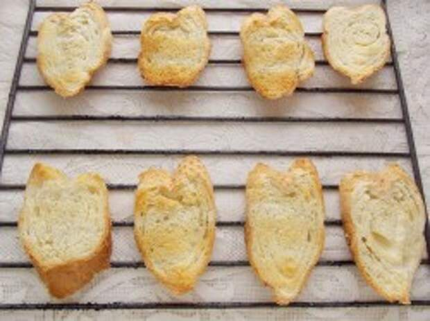 Обжарим хлеб на решетке
