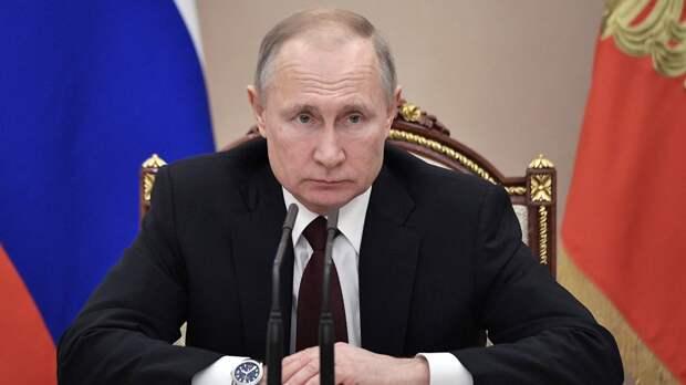 Путин поручил изучить вопрос индексации пенсий работающим пенсионерам