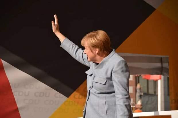 Меркель призвала Киев готовиться к прекращению транзита российского газа